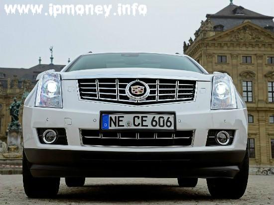 Cadillac SRX спереди
